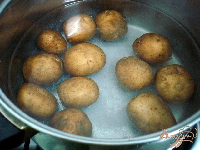 Фото приготовление рецепта: Грибочки из картофеля шаг №1