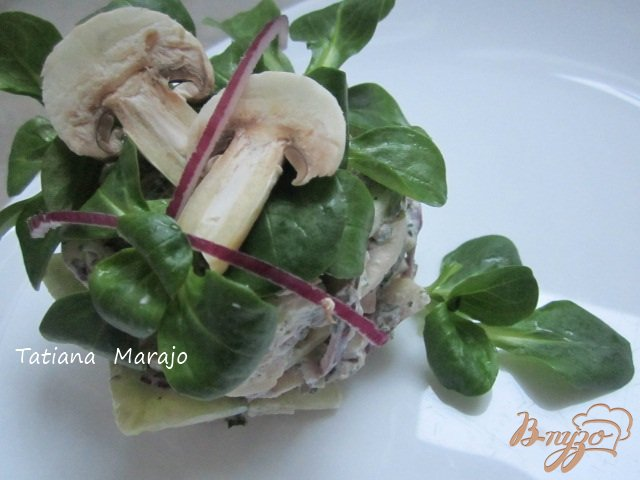 Фото приготовление рецепта: Cалат из свежих шампиньонов шаг №5