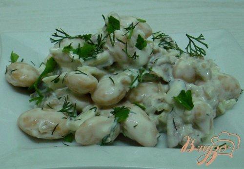 Сытный и вкусный салат из фасоли с сельдью