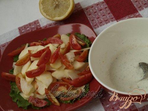 Салат с яблоками и помидорами с горчичной заправкой