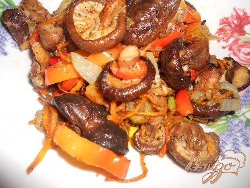 Грибы шиитаке с овощами