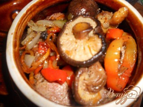 Рагу в горшочке с грибами шиитаке
