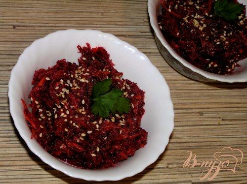 Салат из свеклы с морковью и кориандром