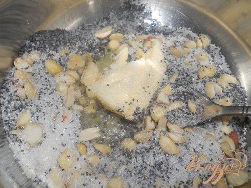 Булочки с маком и орехами в карамели