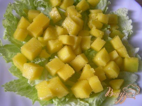 Салат с манго и авокадо в пикантной заправке