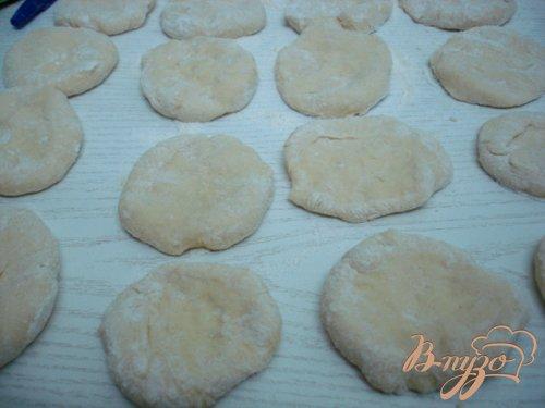 Пирожки дрожжевые с капустой