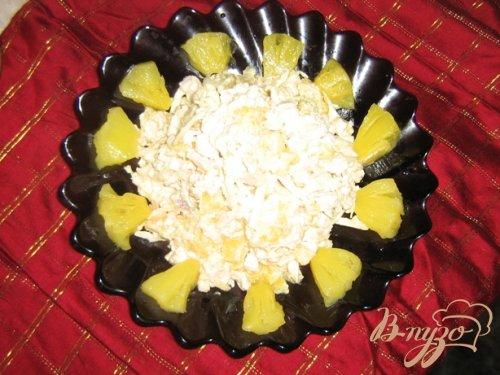 Салат с сельдереем, куриным филе и ананасами