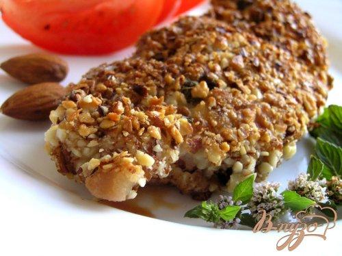 Шницель с мятой, миндалем и кедровыми орешками