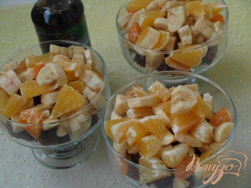 Праздничный десерт с фруктами и кленовым сиропом