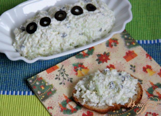 Рецепт Сырный дип с маслинами и и огурцом