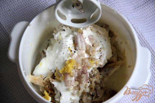 Фото приготовление рецепта: Мусс из скумбрии горячего копчения шаг №2