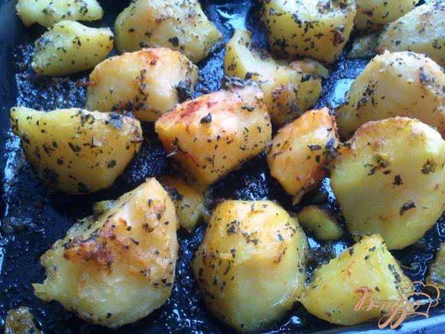 Фото приготовление рецепта: Запеченная, пряная картошка шаг №3