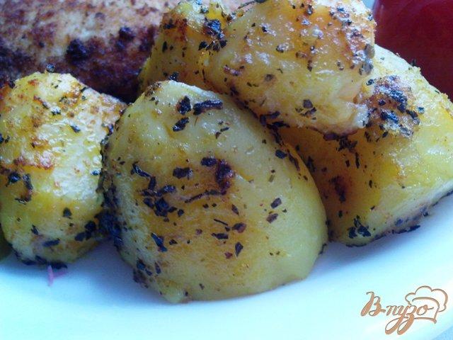 Фото приготовление рецепта: Запеченная, пряная картошка шаг №4