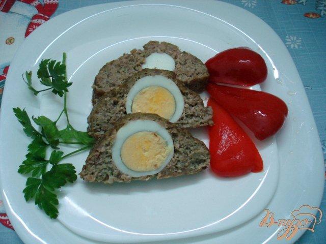 Фото приготовление рецепта: Рулет мясной с яйцами шаг №5