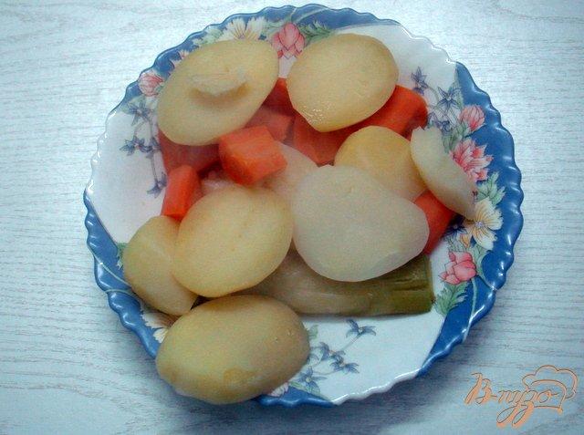Фото приготовление рецепта: Суп с горошком, фасолью и сыром шаг №2