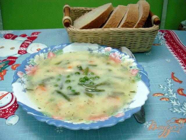 Фото приготовление рецепта: Суп с горошком, фасолью и сыром шаг №6