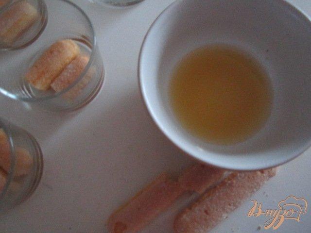 Фото приготовление рецепта: Десерт с мандаринами шаг №4