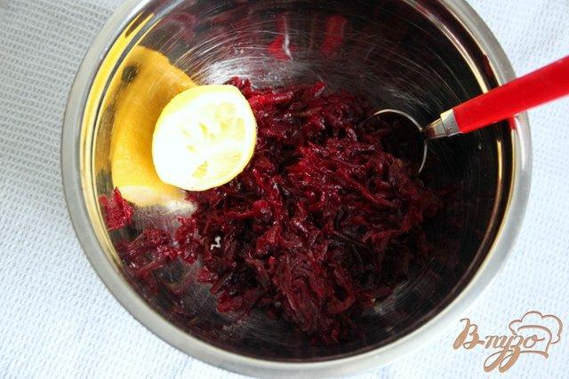 Фото приготовление рецепта: Постный салат из свеклы с орехами шаг №1