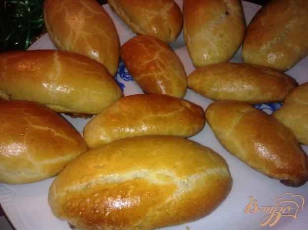 фото рецепта: Пирожки с карамелизованным луком и яйцом
