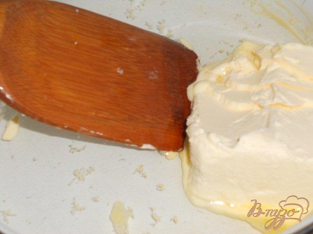Фото приготовление рецепта: Бисквитный торт с клюквой шаг №5