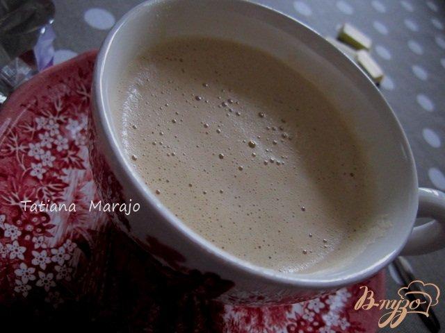 Фото приготовление рецепта: Мокко с белым шоколадом шаг №4