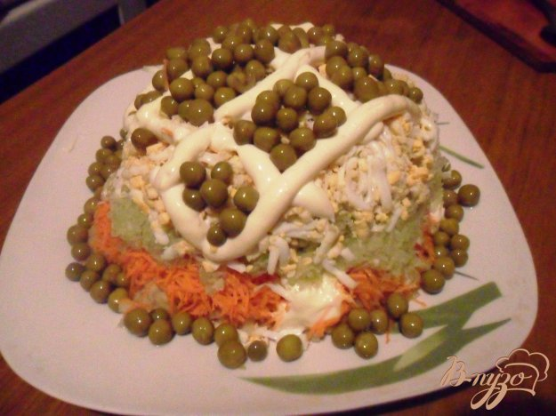 фото рецепта: Слоёный овощной салат с редькой