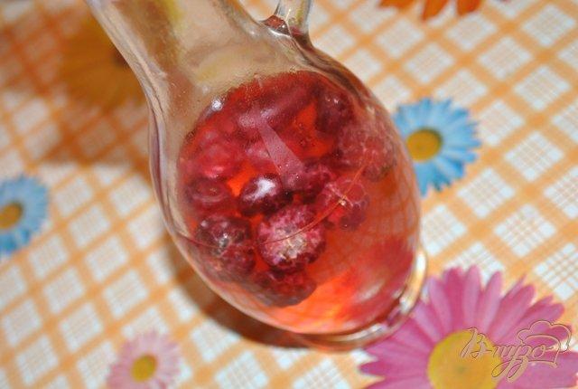Фото приготовление рецепта: Уксус малиновый шаг №2