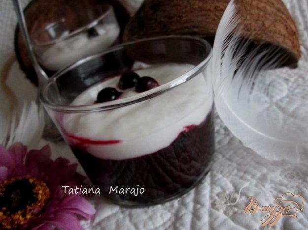 Рецепт Черная смородина с кокосовым кремом..