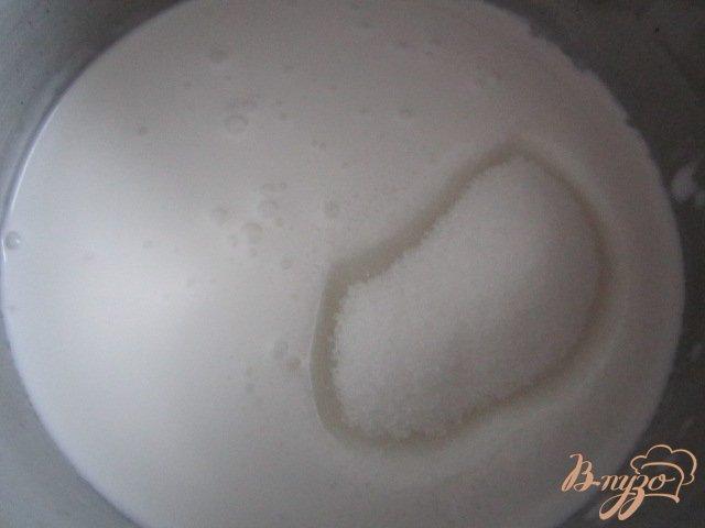 Фото приготовление рецепта: Черная смородина с кокосовым кремом.. шаг №5
