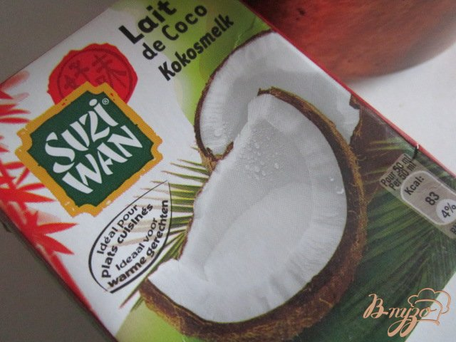 Фото приготовление рецепта: Черная смородина с кокосовым кремом.. шаг №4