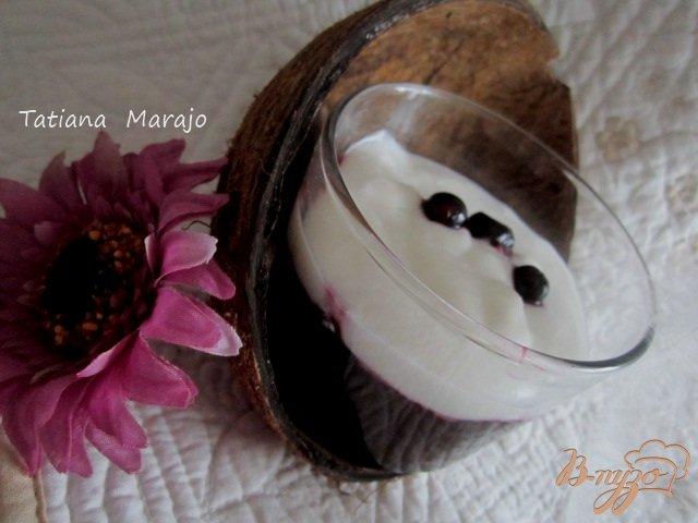 Фото приготовление рецепта: Черная смородина с кокосовым кремом.. шаг №8