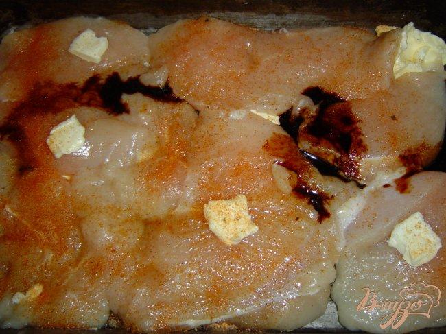 Фото приготовление рецепта: Куриная грудка запеченная , с овощным гарниром шаг №4