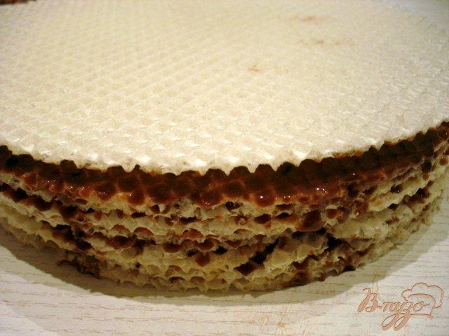 Фото приготовление рецепта: Вафельный тортик с шоколадным кремом шаг №4