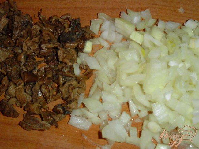 Фото приготовление рецепта: Колдуны с грибами шаг №4