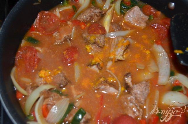 Фото приготовление рецепта: Свинина тушеная с перцем поблано шаг №4