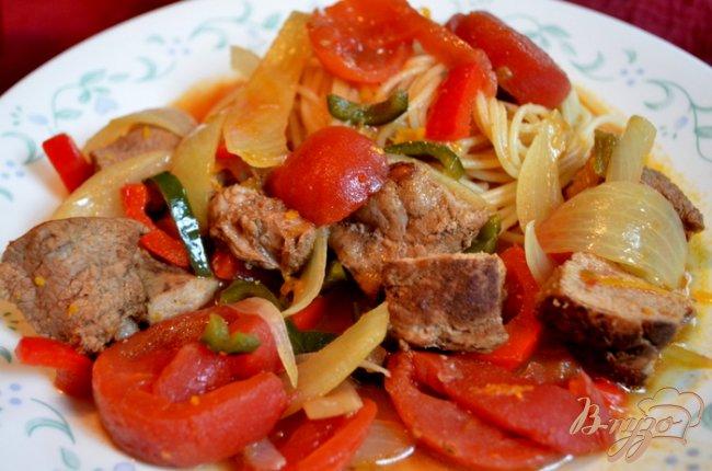 Фото приготовление рецепта: Свинина тушеная с перцем поблано шаг №5