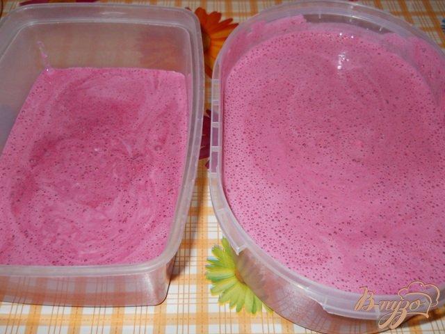 Фото приготовление рецепта: Смородиновое мороженое шаг №8