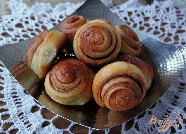 Фото приготовление рецепта: Ароматные булочки с корицей шаг №9