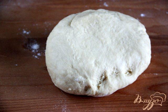 Фото приготовление рецепта: Ароматные булочки с корицей шаг №4