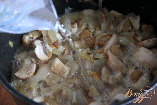 Фото приготовление рецепта: Бархатный грибной суп шаг №5