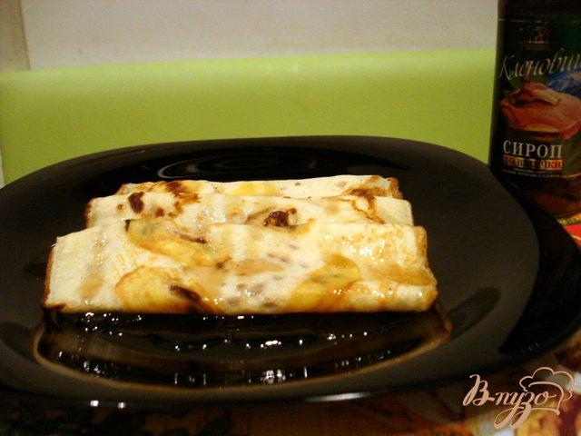 Фото приготовление рецепта: Блинчики с яблочным припёком и кленовым сиропом шаг №7