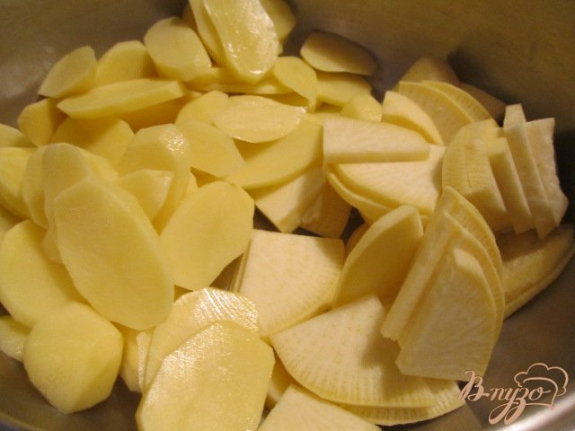 Фото приготовление рецепта: Овощная запеканка с копчеными колбасками шаг №1