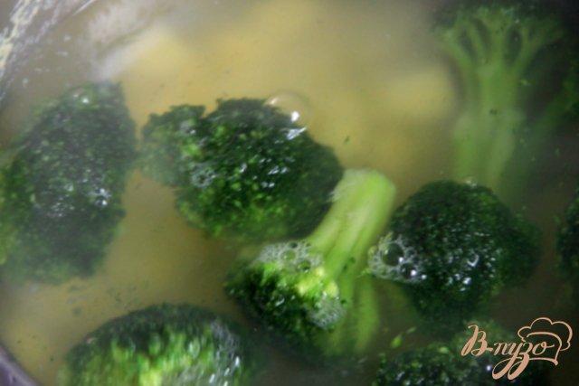 Фото приготовление рецепта: Запеканка из картофеля и брокколи с тунцом шаг №2