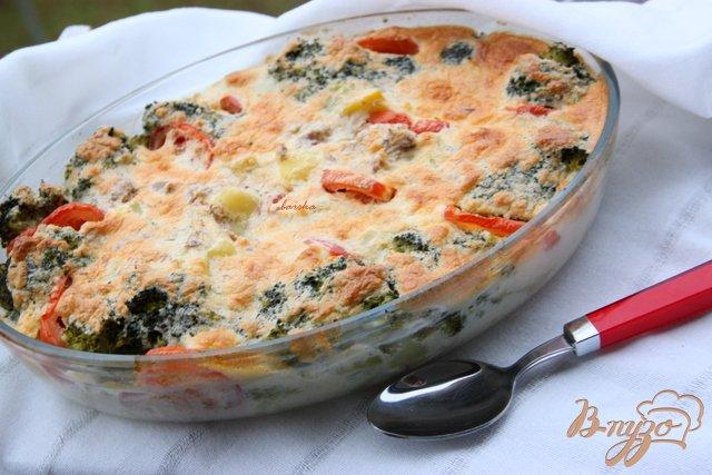 Фото приготовление рецепта: Запеканка из картофеля и брокколи с тунцом шаг №10