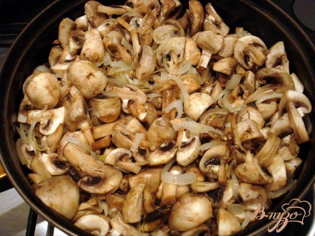 Фото приготовление рецепта: Крем суп  из шампиньонов шаг №3
