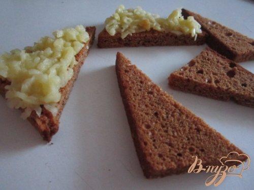 Закуска на пряничных тостах