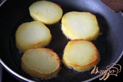 Новогодняя мини-закуска Сельдь под шубкой на картофеле