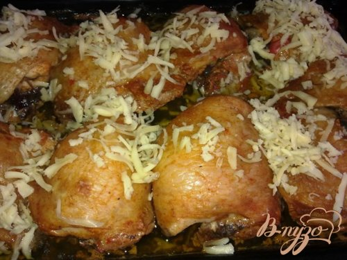 Куриные бедрышки, запеченные под сырной корочкой
