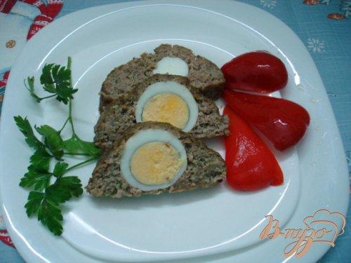 Рулет мясной с яйцами