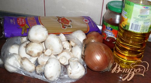 Вермишель с грибами и томатом